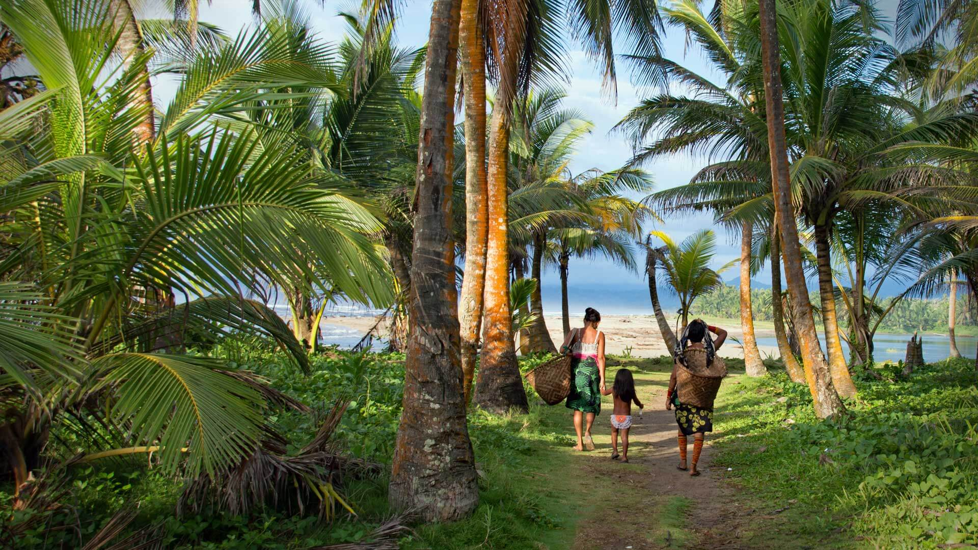 Cross the border from Panama to Colombia by boat along the San Blas islands