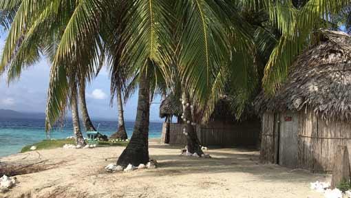 Traditional Kuna cabins, overnight stay on the San Blas islands