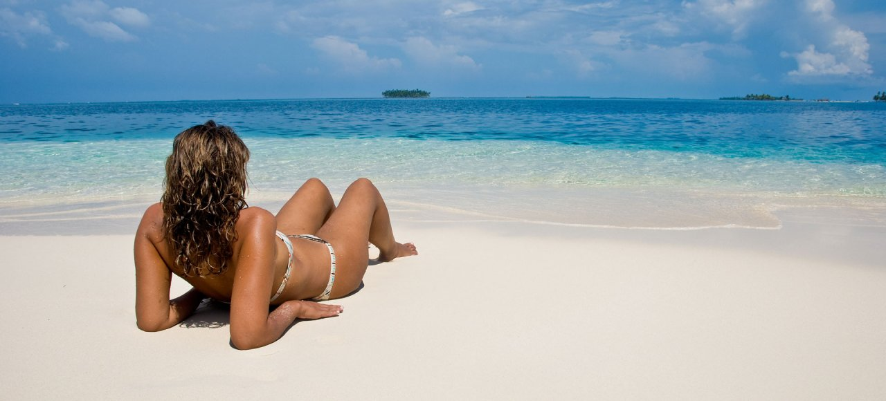 11Enjoy the turquoise waters and endless beaches of the San Blas Islands!